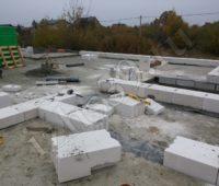 Начало возведения здания из блоков