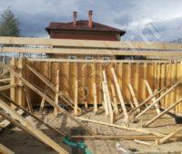 Установка каркаса для бетонного фундамента