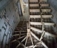опалубка под монолитно-бетонную лестницу