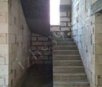 лестница с поворотом и площадкой