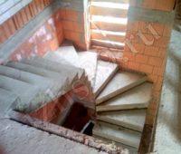поворотная бетонная лестница