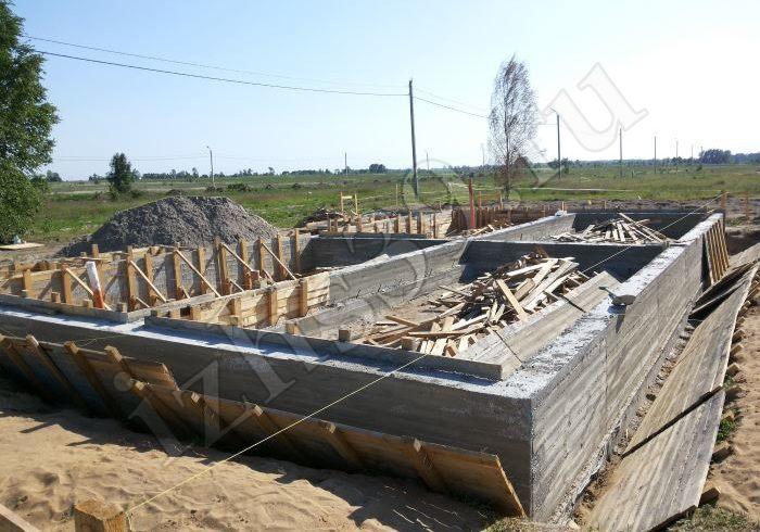 Готовый ленточный фундамент дома
