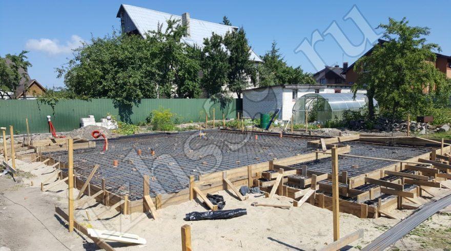 Монолитный плитный фундамент. Заливка, устройство фундаментов под дома в Калининграде. Строительные работы. Строительство домов в Калининграде. Строительная компания.