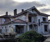 дом с кровлей из керамической черепицы фото