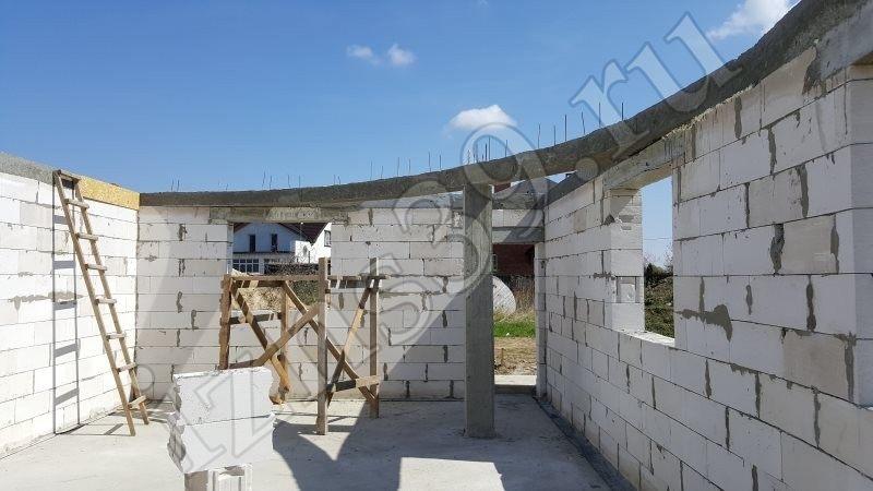 стены из газосиликата - первый этаж строящегося дома