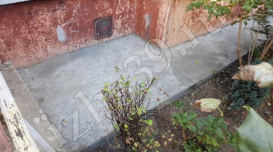 Ремонт отмостки вокруг дома. Строительные работы. Строительство домов в Калининграде. Строительная компания. Заливка бетоном.