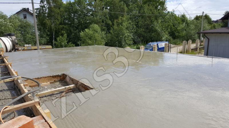 Заливка монолитно-бетонной плиты фото