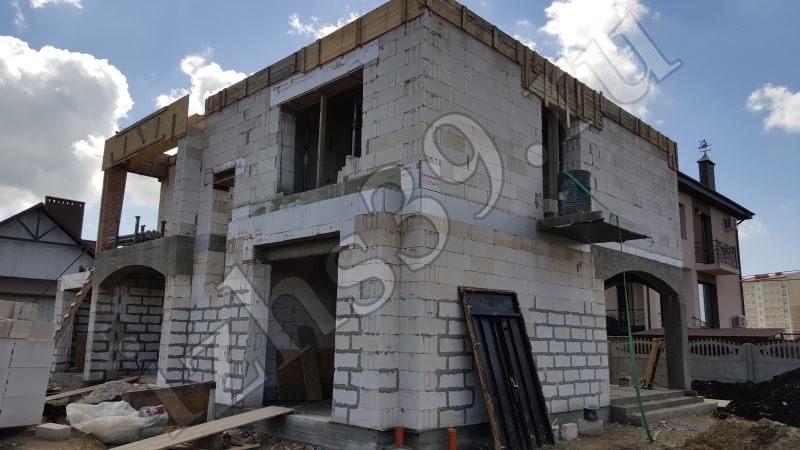 Окончание работ по возведению второго этажа дома - фото