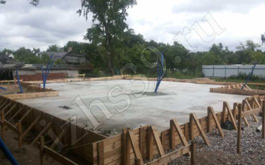 фото строительства монолитного плитного фундамента